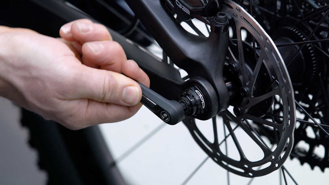 How to use the Bontrager Switch Thru Axle