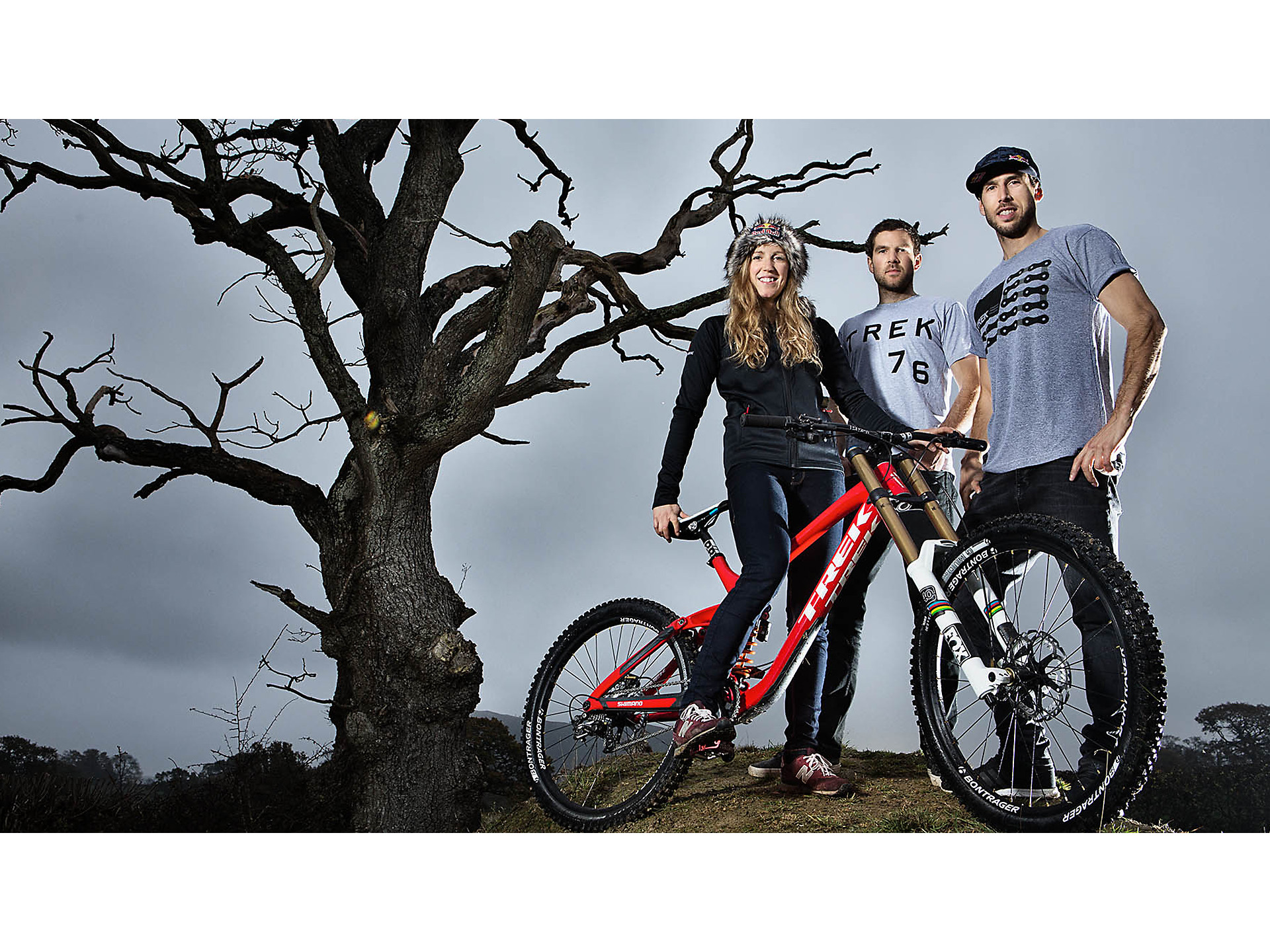 a64ffe9f006 Today, the Athertons are affectionately—and accurately—referred to as the  First Family of Downhill. Rachel joins her brothers Dan and Gee on Trek  Factory ...